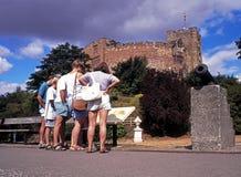 Turister vid den Tamworth slotten Arkivfoton