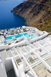 Turisterna som tycker om deras semester på det lyxiga hotellet Royaltyfri Bild