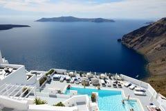 Turisterna som tycker om deras semester på det lyxiga hotellet Arkivfoto