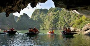 Turistfartyg av mummel skäller länge Vietnam royaltyfri bild