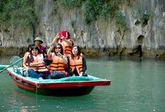 Turistfartyg av mummel skäller länge Vietnam arkivfoton