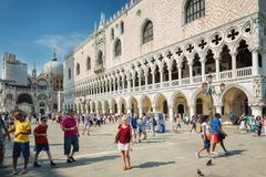 Turisti al quadrato di St Mark a Venezia, Italia Fotografia Stock Libera da Diritti