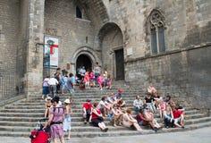 Turisti al tempiale Sagrada Familia Fotografia Stock Libera da Diritti