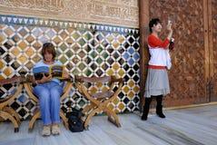 Turisti a Alhambra, Granada Spagna fotografia stock