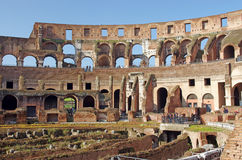 Turisti all'interno di Colosseum Immagine Stock