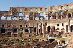 Turisti all'interno di Colosseum Immagine Stock