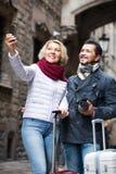 Turisti anziani che prendono selfie Fotografia Stock