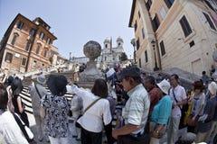 Turisti asiatici alla piazza Spagna a Roma, Italia. Fotografie Stock Libere da Diritti
