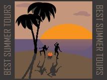 Turisti, ballanti intorno al fuoco di accampamento su un deserto  Fotografia Stock Libera da Diritti
