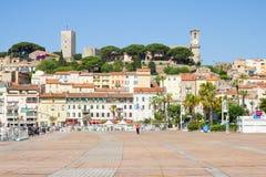 Turisti che camminano nel vecchio porto, Cannes, Francia Immagini Stock Libere da Diritti