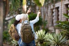 Turisti che fanno un giro turistico Fotografia Stock