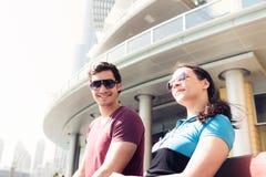 Turisti che fanno un giro turistico nel Dubai Fotografia Stock Libera da Diritti