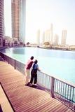 Turisti che fanno un giro turistico nel Dubai Fotografia Stock