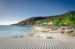 Turisti che godono della spiaggia di sabbia di bianco di Oporto Mari Immagine Stock