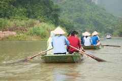 Turisti che navigano in una barca Fotografia Stock Libera da Diritti