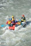 Turisti che trasportano sul fiume Mzymta della montagna su un catamarano Fotografia Stock Libera da Diritti