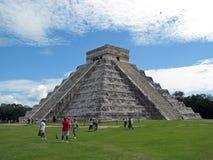 Turisti in Chichen Itza (Messico) Fotografie Stock