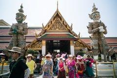 Turisti cinesi a Wat Phra Kaew Fotografie Stock