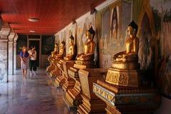 Turisti con Buddha Fotografia Stock Libera da Diritti