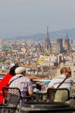Turisti e Barcellona aerea da Montjuic Fotografia Stock Libera da Diritti