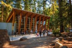 Turisti ed ospiti nella zona di Lynn Canyon Cafe, Vancouver, Canada Fotografie Stock