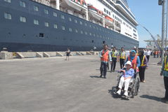475 turisti hanno sceso l'origine olandese di Volendam della nave da crociera che conta sul porto del EMAS di Tanjung a Samarang Fotografia Stock Libera da Diritti