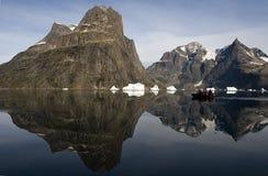 Turisti nel fiordo di Sermilik Fotografie Stock
