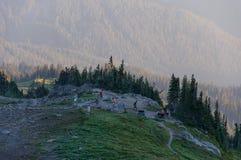 Turisti nella zona di montagna immagine stock libera da diritti