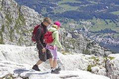 Turisti nelle alpi di Julian Fotografia Stock