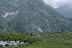 Turisti nelle montagne Fotografie Stock