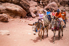 Turisti Petra Jordan Fotografia Stock Libera da Diritti