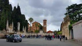 Turisti a Priorate dei cavalieri maltesi, Roma, Italia Immagini Stock