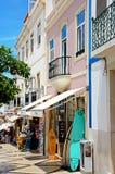 Turisti strada dei negozi, Lagos, Portogallo Immagine Stock