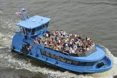 Turisti su un battello da diporto, Amburgo, Germania Fotografie Stock Libere da Diritti