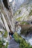 turisti sul diavolo del ponte Fotografia Stock Libera da Diritti