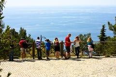 Turisti sulla piattaforma di osservazione. Alanya Fotografia Stock Libera da Diritti