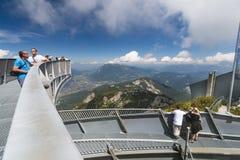 Turisti sulla piattaforma di osservazione di Alpspix, editoriale Immagine Stock Libera da Diritti