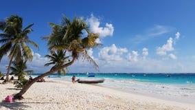 Turisti sulla spiaggia di paradiso, Tulum Fotografia Stock Libera da Diritti