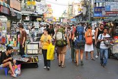 Turisti sulla strada di Khao San a Bangkok Immagine Stock Libera da Diritti