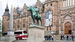 Turisti vicino al museo nordico nella città di Stoccolma Fotografie Stock