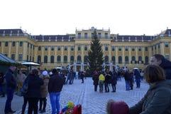 Turisti Vienna, Austria del palazzo di Schonbrunn Fotografia Stock