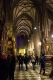 Turisti Vienna, Austria di Stephansdom Fotografie Stock