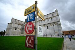 Turistic signs in Pissa italy, Pissa Tower