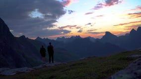 Turistlopp i bergen av Norge stock video