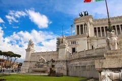 Turistneart monumentet av Victor Emmanuel II italy rome Fotografering för Bildbyråer