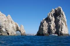 Turists am Bogen von Cabo San Lucas stockbilder