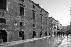 Turists in main street at Dubrovnik Royalty Free Stock Photos