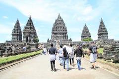 Turists sur Prambanan Photos stock