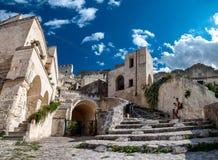 Turists wizyty antyczny miasteczko Matera Sassi di Matera Zdjęcie Stock