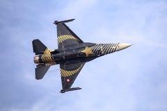 Turk Air Aerobatics Show solo dans Teknofest Istanbul photos stock